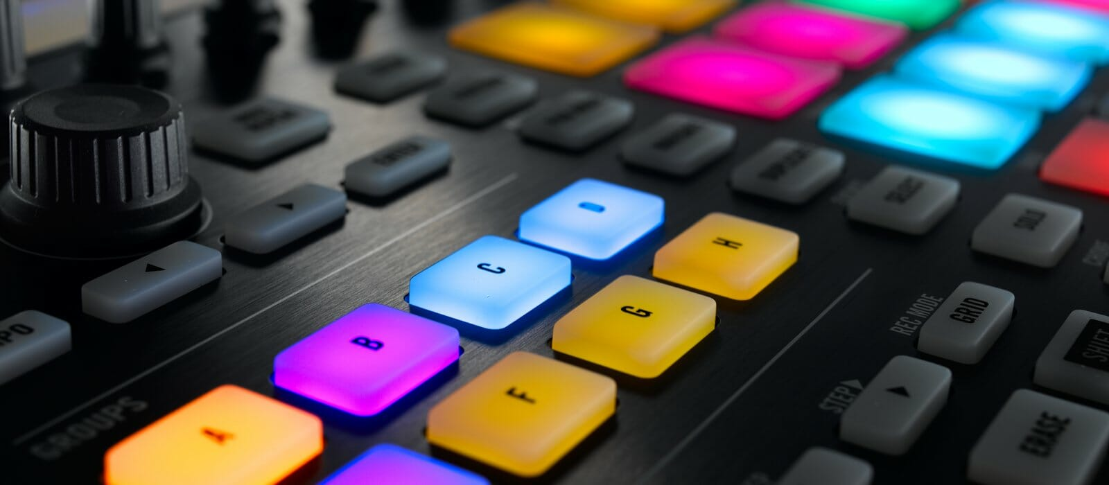 img-ce-gallery-maschine_intro_gallery_02_2x_01-d3447c70608d64bc3cd1bc3088707f8d-d