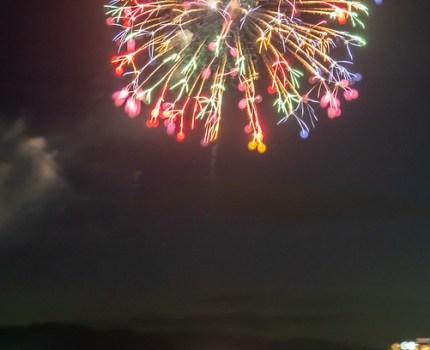 湖面に映る花火が綺麗 長浜・北びわ湖大花火大会を田村から撮影 #花火