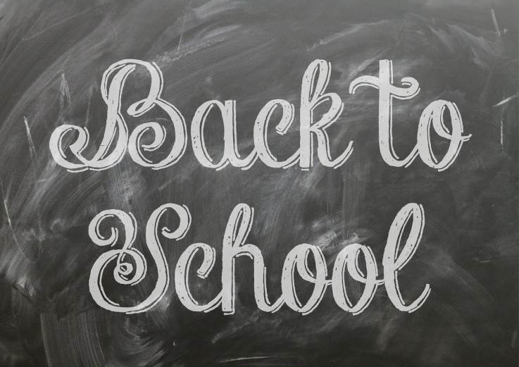 "Kreidetafel mit dem Schriftzug ""Back to School"""