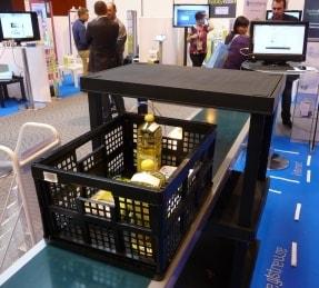1655957-les-technologies-sans-contact-rendent-la-boutique-intelligente