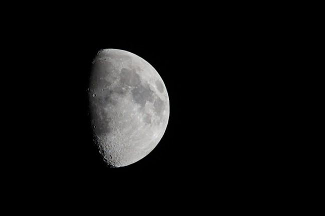 Moon AF-S Nikkor 300mm f4E PF ED VR