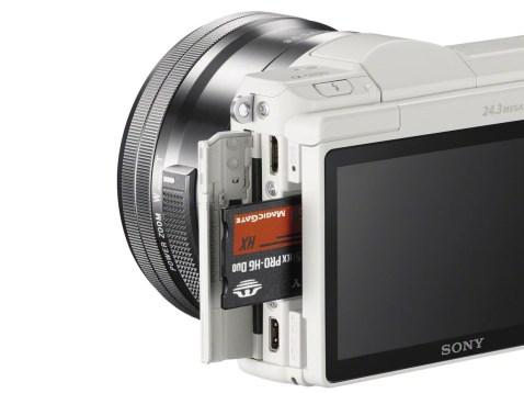 Sony Alpha a5100 - Card Slot