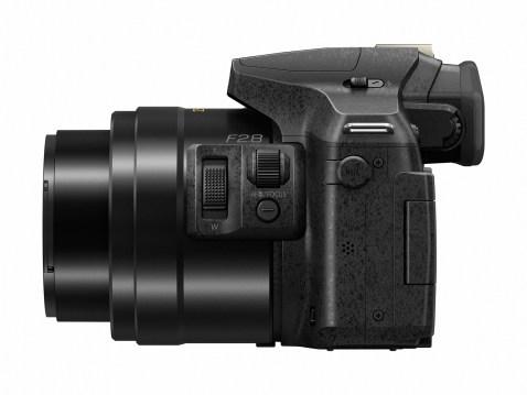 Panasonic Lumix DMC-FZ300 - Side