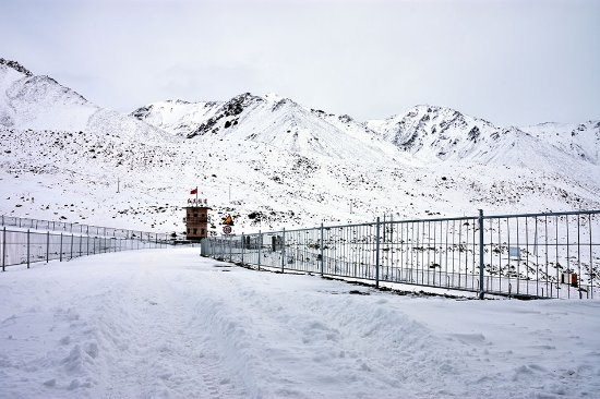 khunjerab-pass-in-winter