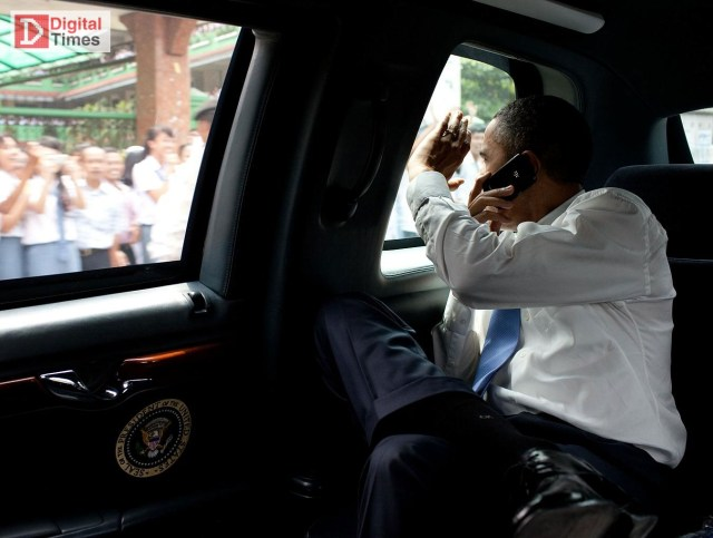 obama-and-his-blackberry3