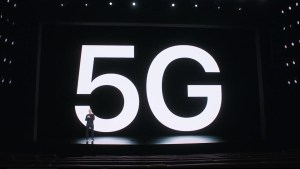 Tim Cook presenting 5G functionnaliy of the iPhone 12