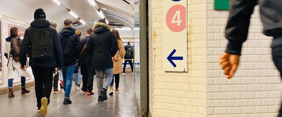 La mobilisation contre la réforme des retraites est entrée, jeudi 26 décembre, dans sa quatrième semaine avec des transports toujours très perturbés par les grèves. Elle est désormais aussi longue que celle de 1995.