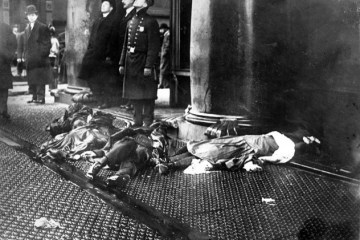 black and white image of bodies on the pavement during the Triangle Shirtwaist Factory Fire