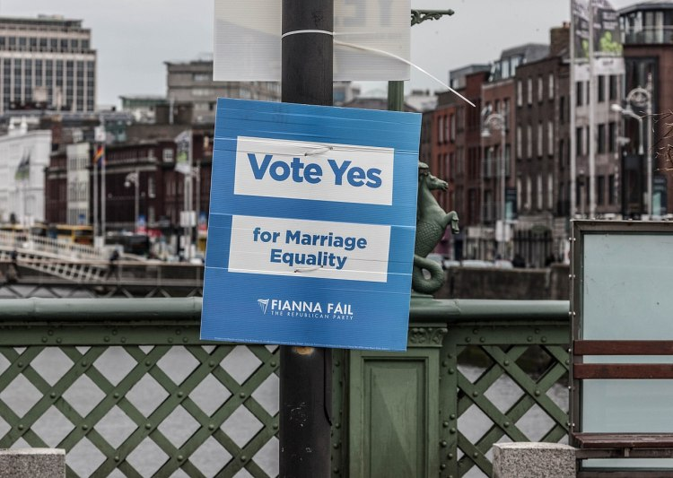 Fianna Fáil poster in support of the Thirty-Fourth Amendment