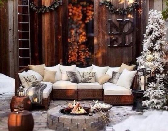 24 Cozy And Beautiful Winter Terrace Décor Ideas