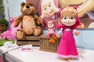 A Estrela lança os bonecos licenciados da Masha e o Urso. Nem preciso dizer que é um dos lançamentos mais esperados, não? Mas só chega em julho ao mercado de varejo.