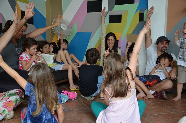 Contação de histórias para grupo de crianças