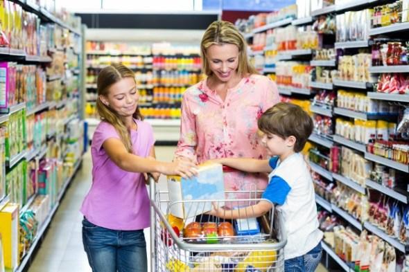 mercado com crianças