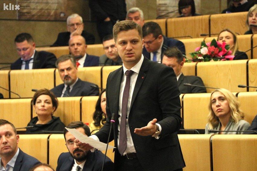 Irfan Čengić će podnijeti inicijativu za donošenje zakona kojim bi se zabranio rad nedjeljom