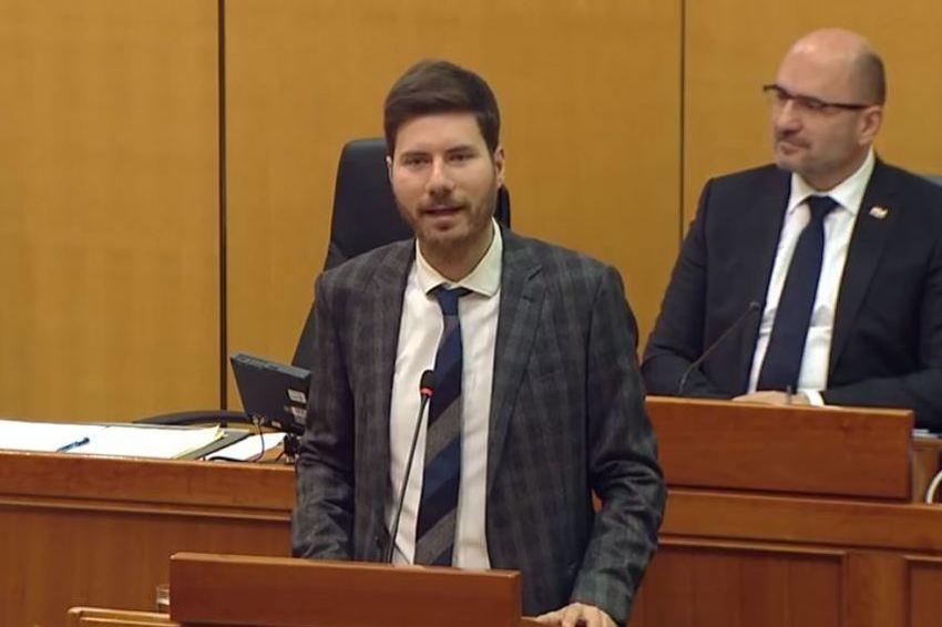 Pernar poručio HDZ-ovim zastupnicima: Za kvadrat Čovićeve vile spremni ste raseliti vlastiti narod