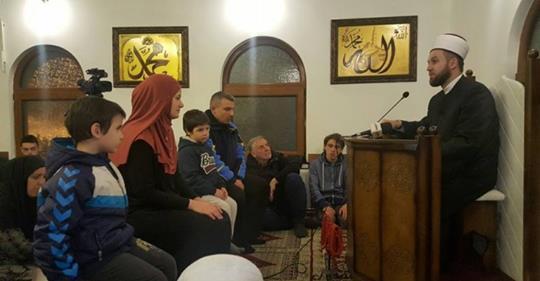 BRAČNI PAR BOJAN I NATAŠA SA SINOVIMA FILIPOM I OGNJENOM PRIHVATILI ISLAM U NOVOM PAZARU