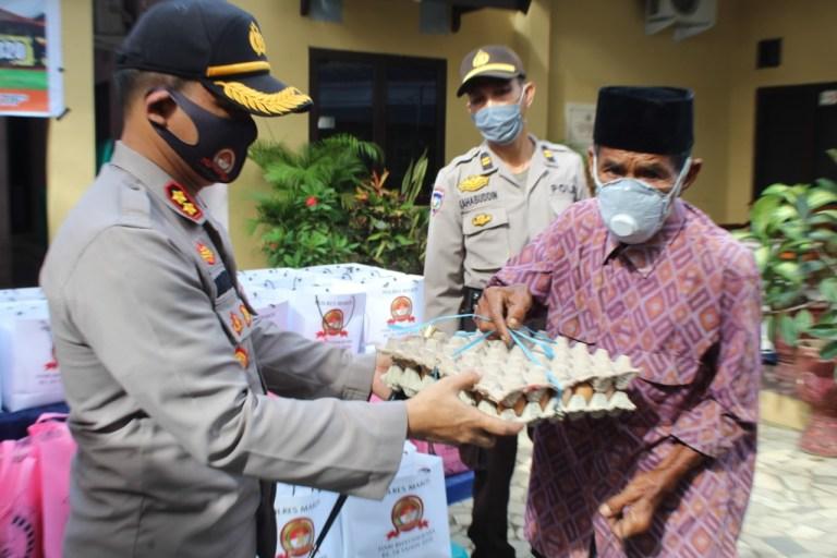 Jelang HUT Bhaayangkara 74th, Polres Maros Berbagi Sembako