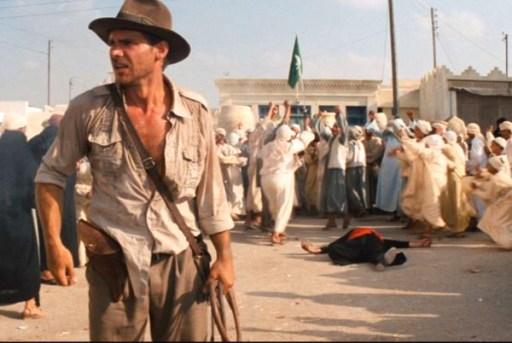 raiders-of-the-lost-ark-1981-swordsman-gunfight-harrison-ford