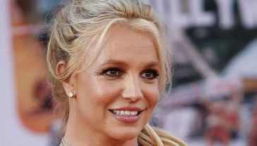 Britney Spears, la rinascita inizia dal look: si tinge i capelli rosa