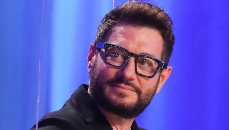"""Enrico Papi e il ritorno a Mediaset: """"Bullismo da colleghi potenti"""""""