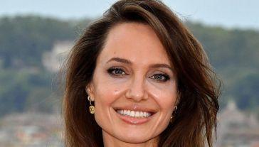 Angelina Jolie volta pagina dopo Brad e rivede l'ex marito Jonny Lee Miller