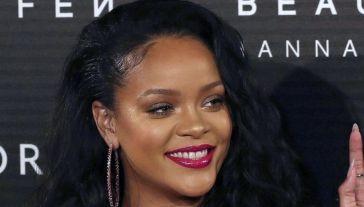 Rihanna in lingerie conquista Instagram: è lei la (vera) Dea di bellezza