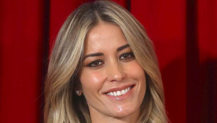 Elena Santarelli compie 40 anni e dimostra che l'età è solo un numero