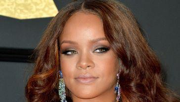 Rihanna, esplosiva in lingerie: lo stile da copiare per gli ultimi scampoli d'estate