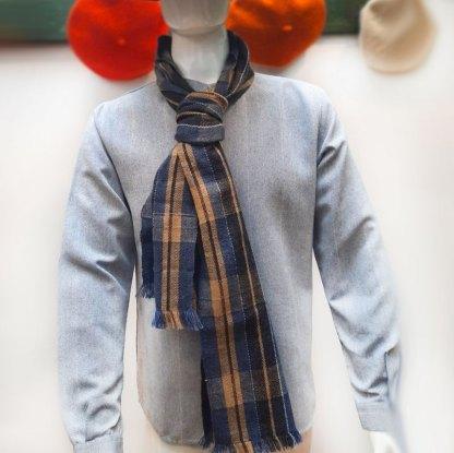 Bufanda en lana tipo alpaca azul y beige