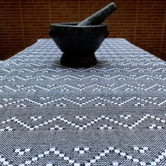 Camino de mesa en algodón modelo trébol