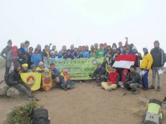 The photo with all of the climbers