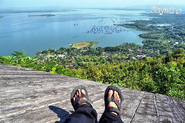 Pemandangan dari atas bukit Filter