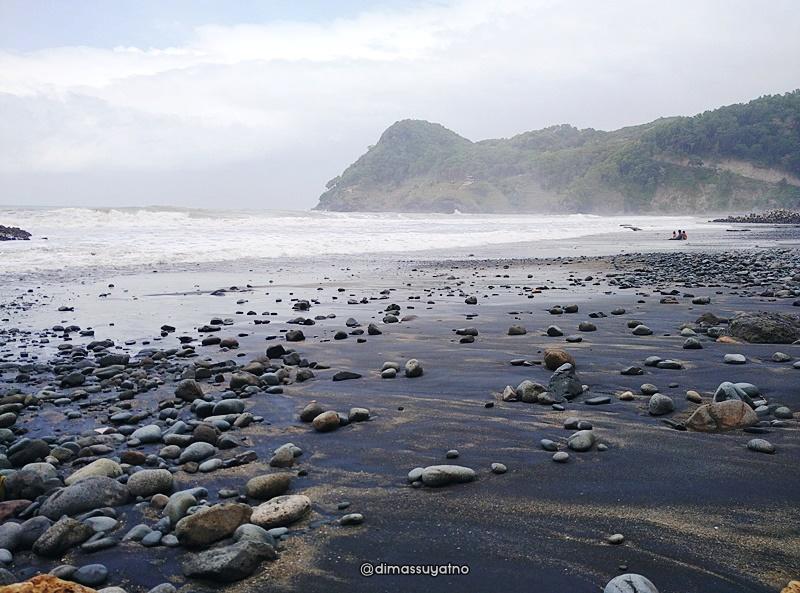 Pantai Watu Bale