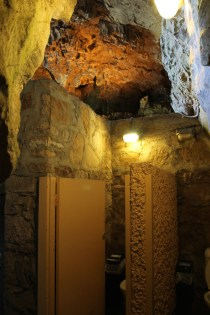 Unusual Toilets in Jenolan Caves
