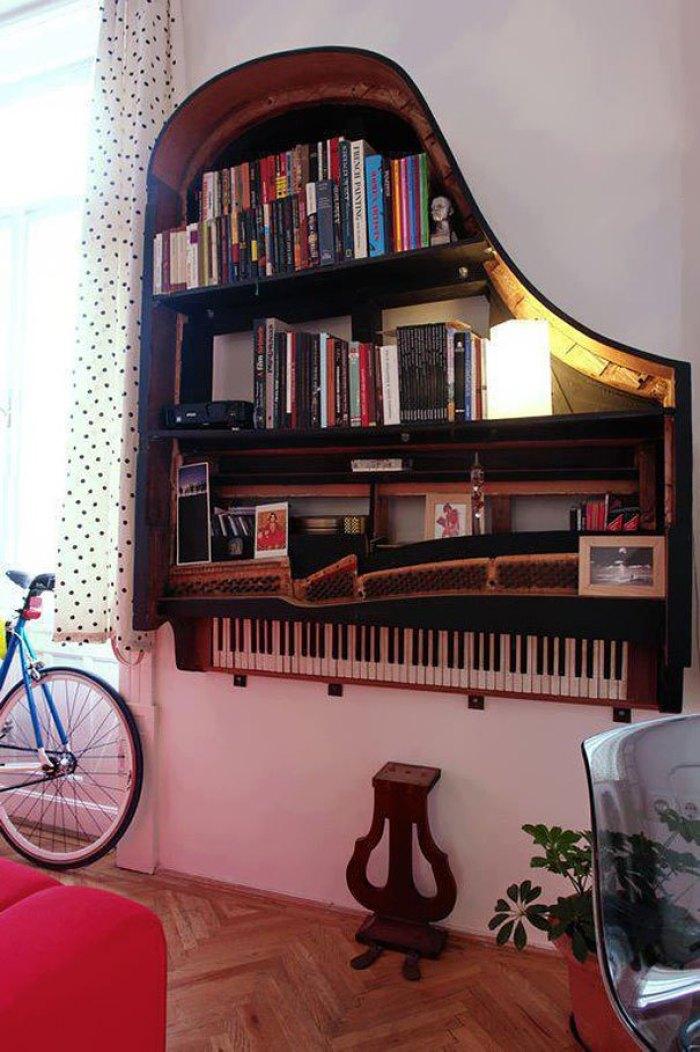 Manfaatkan Piano Lamamu Menjadi Rak Buku