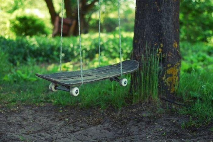Manfaatkan Skateboard mu menjadi Ayunan