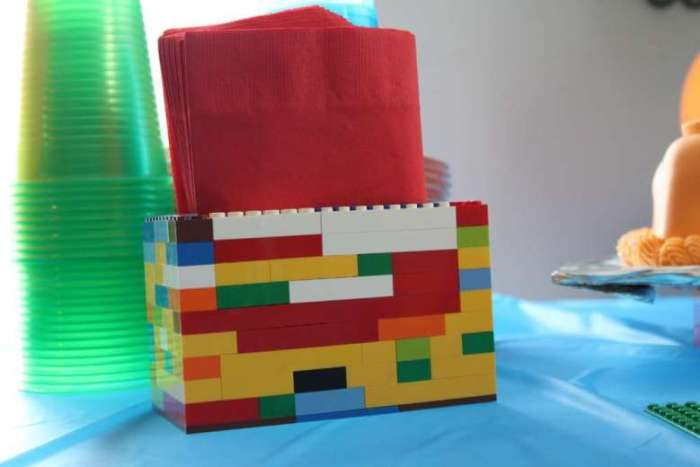 Menyusun Lego Jadi Kotak Tissue