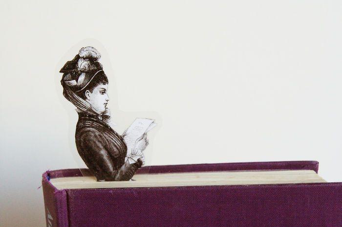 Penanda Halaman Buku Bentuk Wanita membaca