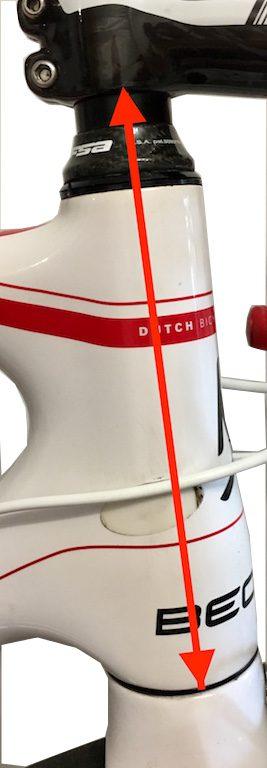 Prise de mesure de l ahauteur du guidon.  Pour trouver les bonne dimensions de votre vélo indépendamment de sa taille
