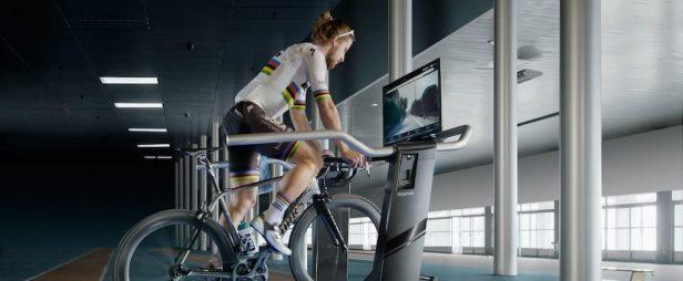 cycliste sur un tapis roulant