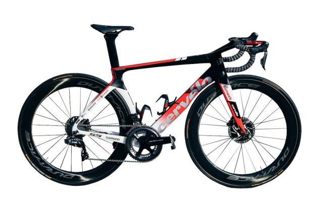 Le Cervélo S5 est plus agressif que le R5 Vélos Équipes Pros 2020