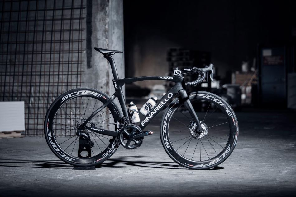 Pinarello F12 Riwal Readinez Vélos Équipes Pros 2020