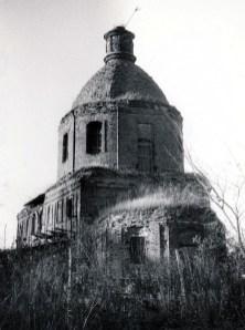 Разрушенный храм в с. Тросна