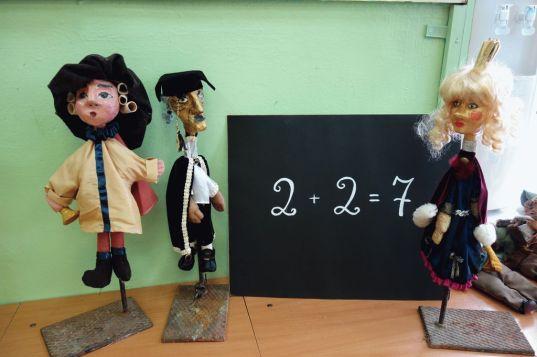 Выставка театральных кукол в Вощажниковской школе
