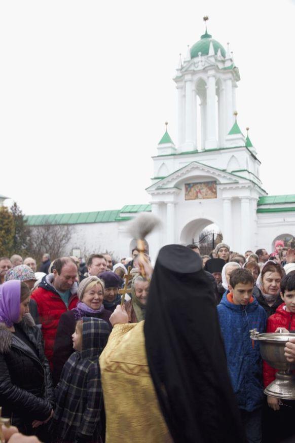 Крестный ход в Спасо-Яковлевском монастыре в день памяти свт. Димитрия Ростовского.