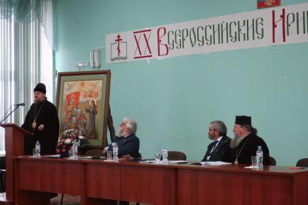 С приветственным словом к участникам и слушателям обратился епископ Переславский и Угличский Феоктист