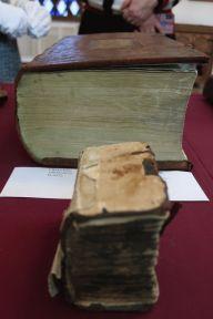 Прижизненное издание 4-го тома Четьих-Миней св. Димитрия Ростовского (1705 г.) и Карманный молитвослов (1706 г.).