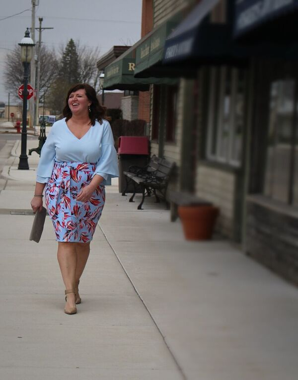 Curvy Fashion / Over 50 Fashion / Plus Sized Fashion / Pencil Skirt