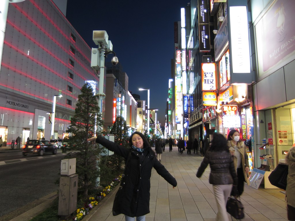 Feels like I'm in a movie, walking down the streets of Ginza!
