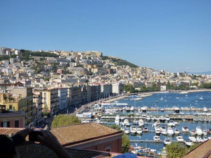 una imagen panorámica del golfo de Nápoles y del Vesubio